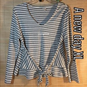 A new day tie front top XL